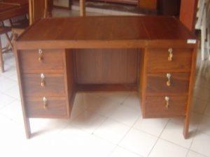 Meja Kantor Satu biro