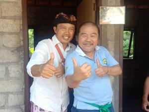 Aliansi Karangasem Gede Suparta bersama Bos Joger di Lokasi Bedah Rumah Karangasem